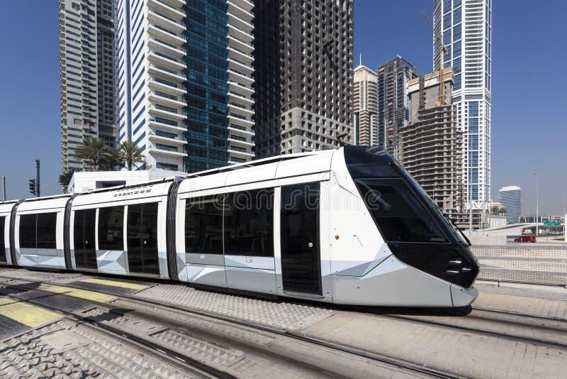 Tranvía en el puerto deportivo de Dubai fotografía de archivo libre de regalías