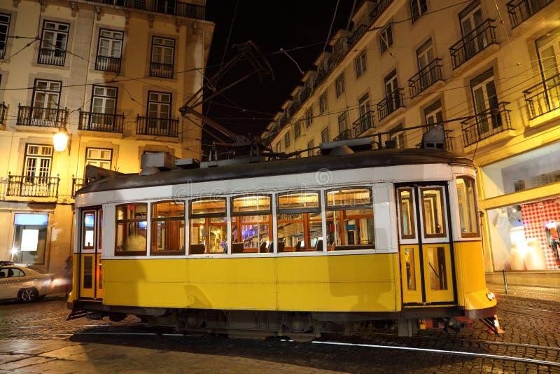Tranvía en la ciudad de Lisboa imagen de archivo