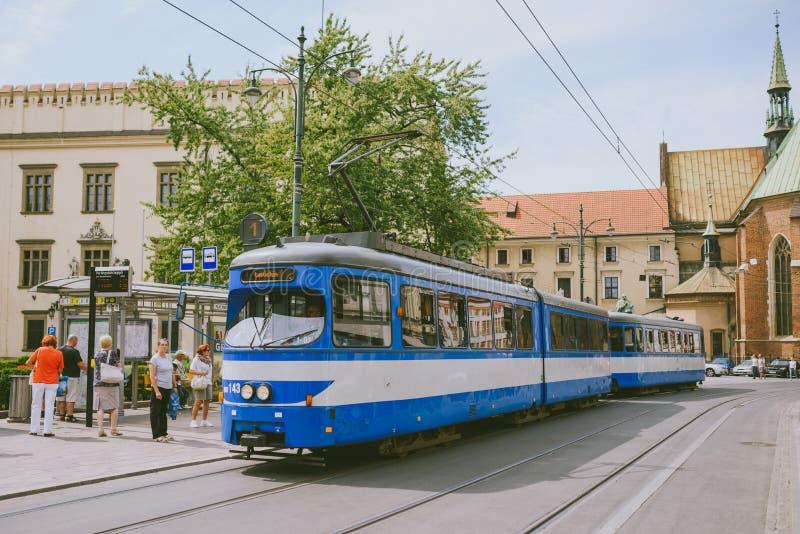 Tranvía en la vieja parte de Kraków fotografía de archivo