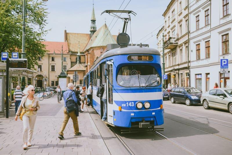 Tranvía en la vieja parte de Kraków fotografía de archivo libre de regalías