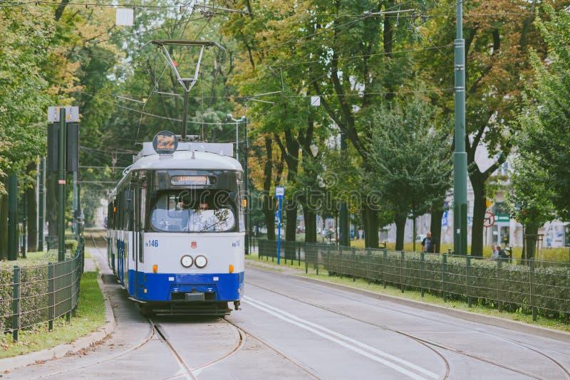 Tranvía en la vieja parte de Kraków imagen de archivo libre de regalías