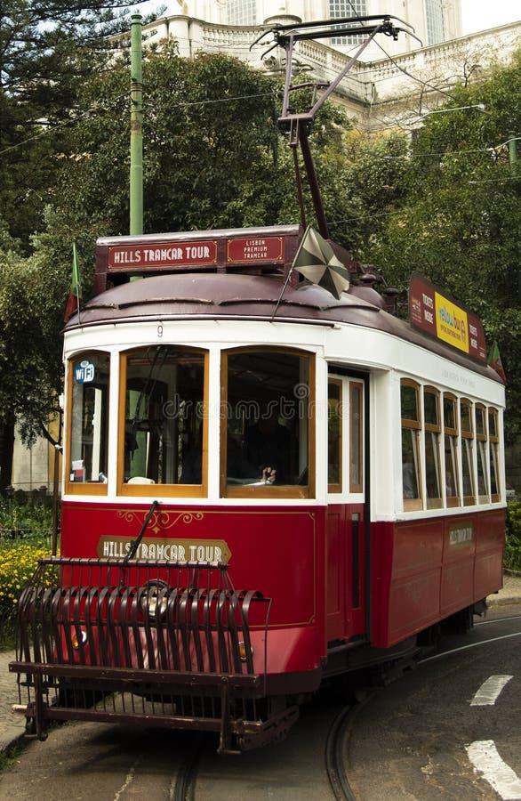 Tranvía que va en la calle Lisboa portugal imagen de archivo libre de regalías