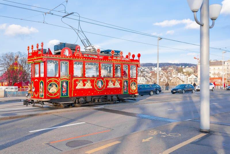 Tranvía retra de la Navidad de Zurich en la calle imagen de archivo