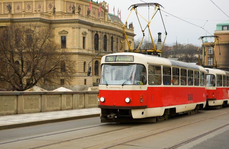Tranvía roja famosa en Praga imagen de archivo libre de regalías