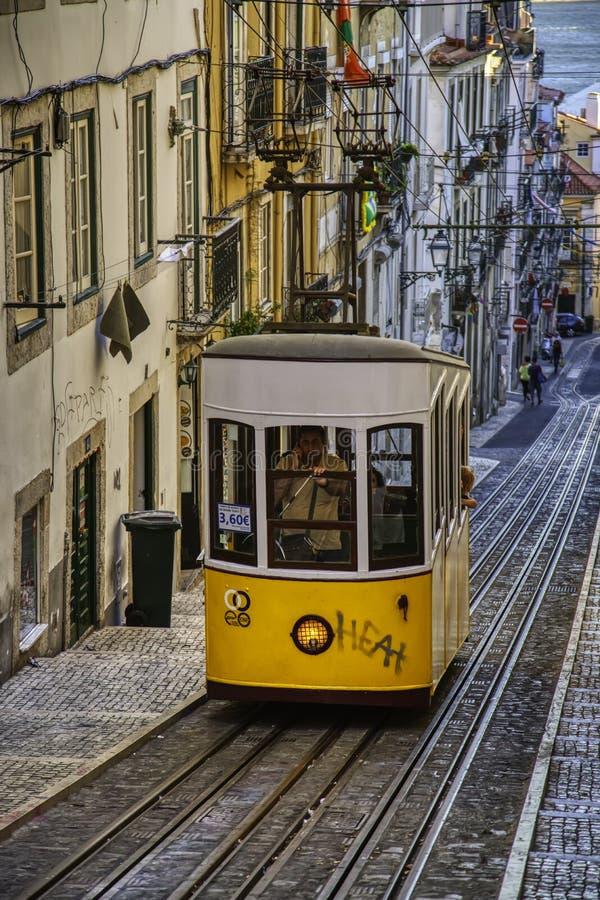 Tranvía típica de Lisboa imagen de archivo libre de regalías