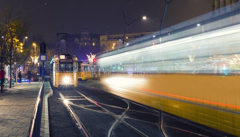 Tranvía vieja en el centro de ciudad de Budapest, fotos de archivo libres de regalías