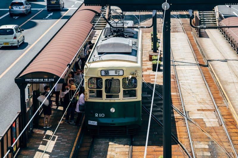 Tranvía vieja en la calle en Nagasaki, Japón imágenes de archivo libres de regalías