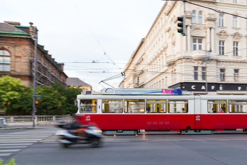 Tranvía vieja en Viena fotografía de archivo libre de regalías