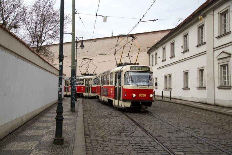 Tranvía viejo en Praga fotografía de archivo