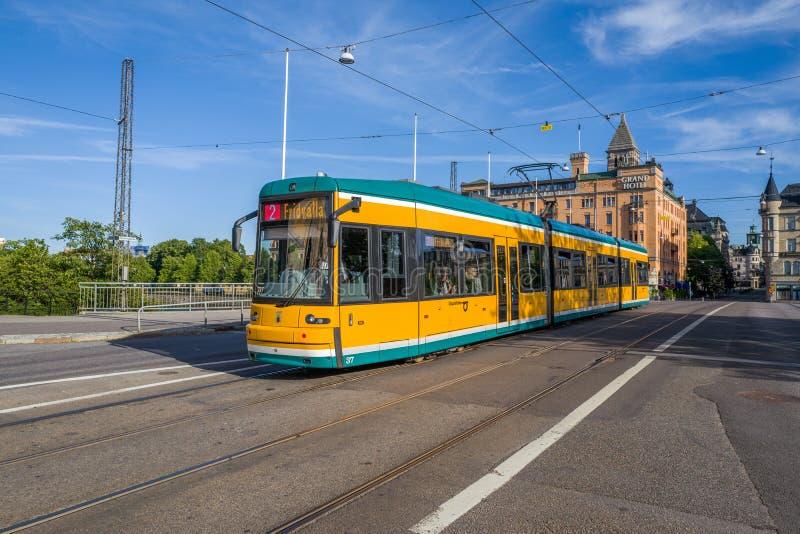Tranvías amarillas famosas de Norrkoping, Suecia fotografía de archivo