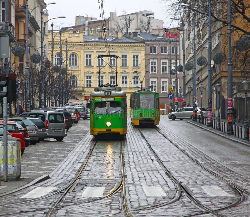 Tranvías de la vendimia en una calle de Poznán fotos de archivo libres de regalías