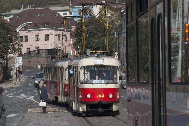 Tranvías en Praga foto de archivo