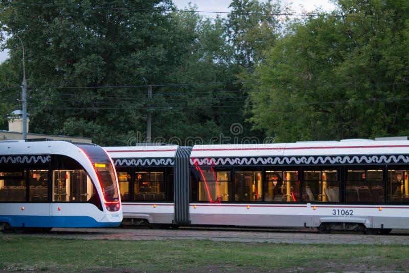 Tranvías modernas de Moscú en el depósito imagen de archivo libre de regalías