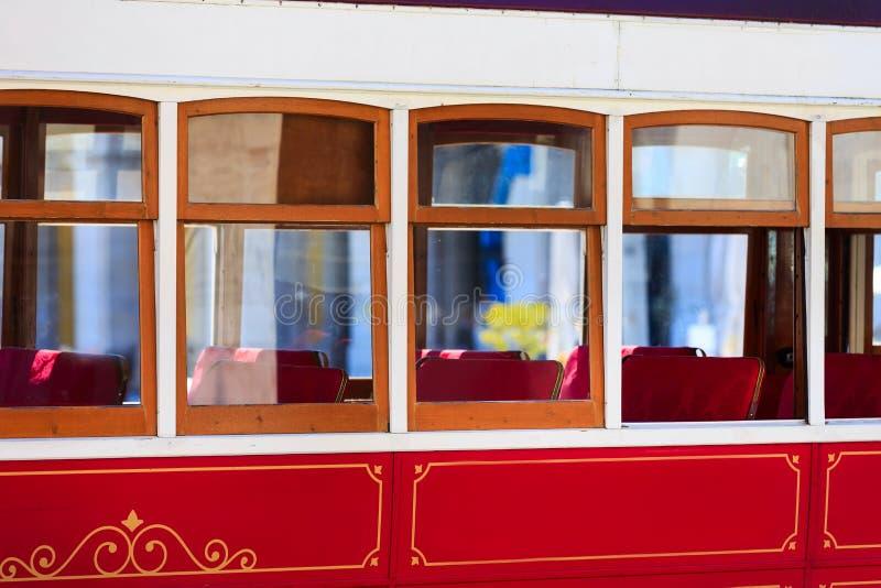 Tranv?a tur?stica roja de Lisboa, Portugal imágenes de archivo libres de regalías