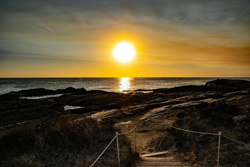 Trap aan de Zonsondergang op Punt Lobos royalty-vrije stock afbeeldingen