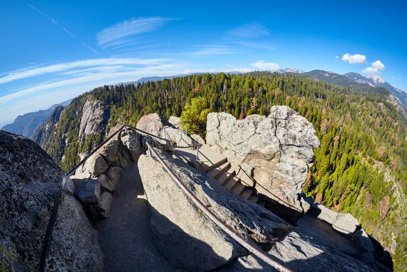 Trap tot de bovenkant van Moro Rock, de V.S. stock afbeelding