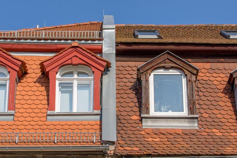 Trapeira velho telhado reparado fotos de stock royalty free