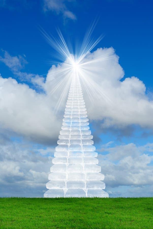 Trappa i sky royaltyfri foto
