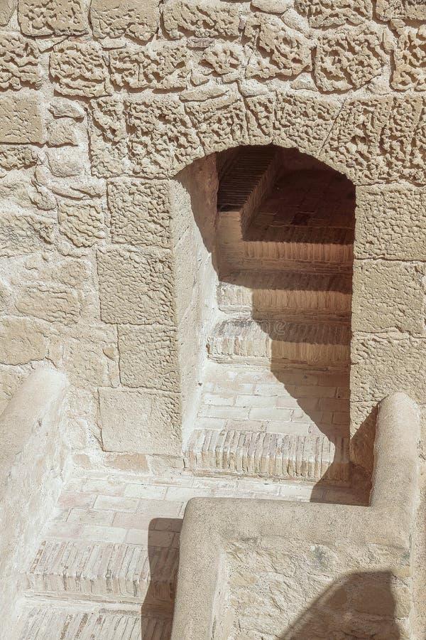 Trappa och passage i slotten av Santa Barbara royaltyfria foton