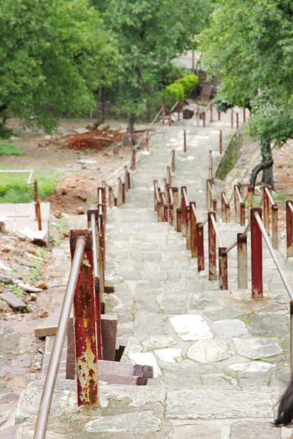 För århundradeChaunsath för forntida trappa 10th tempel yogini, jabalpur, Indien fotografering för bildbyråer