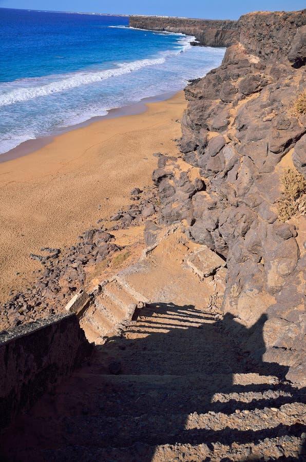 trappa på stranden av havet royaltyfri fotografi