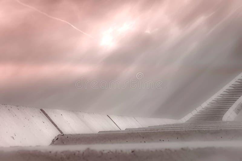 Trappa som är hög till en härlig mjuk rosa himmel, vägen till himmel royaltyfri illustrationer