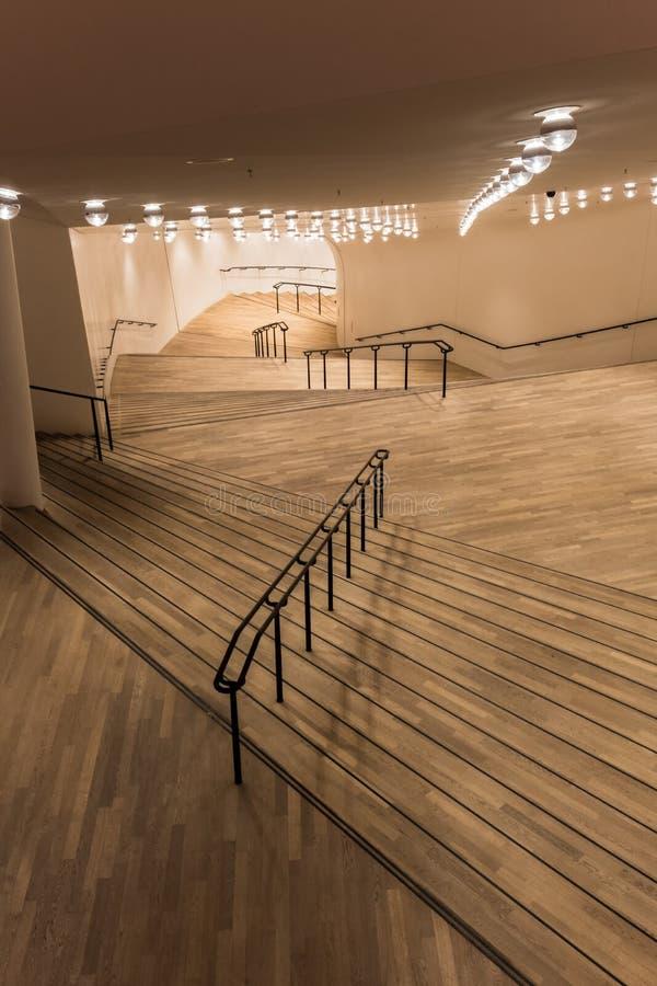 Trappa till den stora korridoren Elbphilpharmonic royaltyfria bilder