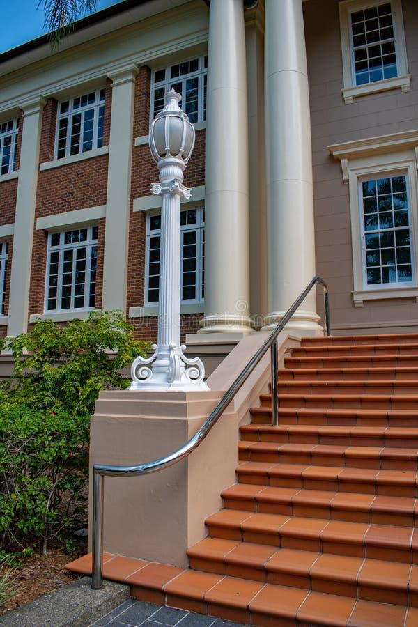 Trappa till en universitetsområdebyggnad i det Queensland universitetet av teknologi QUT royaltyfria foton