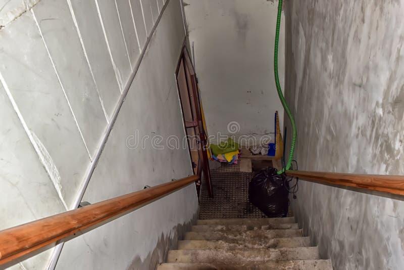 Trappa till källaren fotografering för bildbyråer