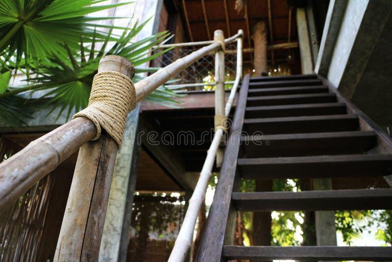 Trappaledstång som göras av bambu arkivfoton