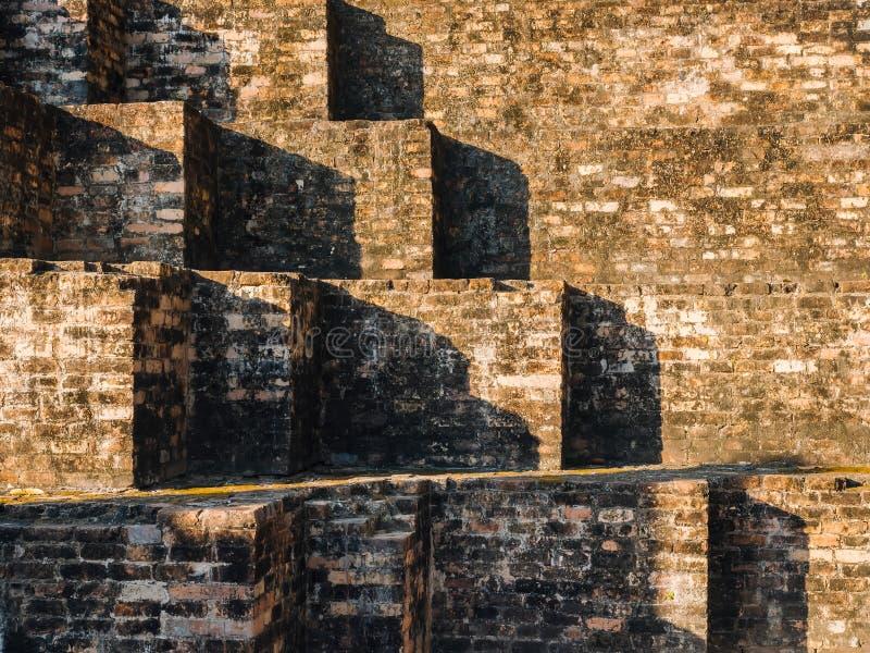 Trappan för tegelstenvägg mönstrar detaljer för bakgrundsmurverkarkitektur royaltyfria bilder