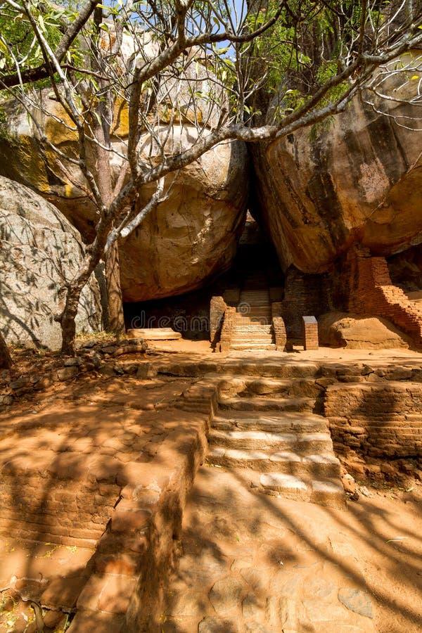 Download Trappan Och Fördärvar Av Den Sigiriya Lion'sens Fästning För Rock Arkivfoto - Bild av fördärvar, monument: 27281286