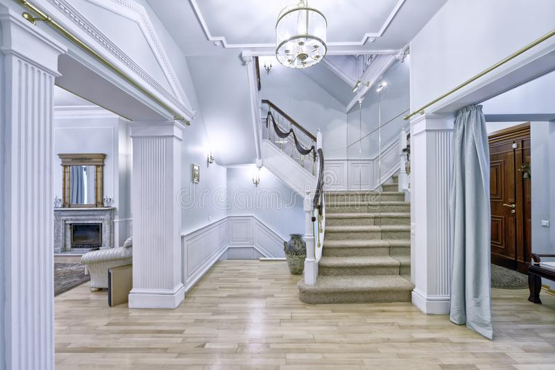Trappan planlägger i inre av huset royaltyfri fotografi