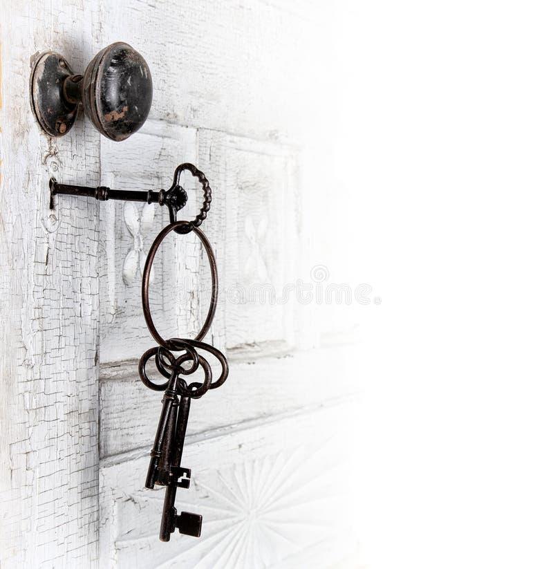 Trappe antique avec des clés dans le blocage photos libres de droits