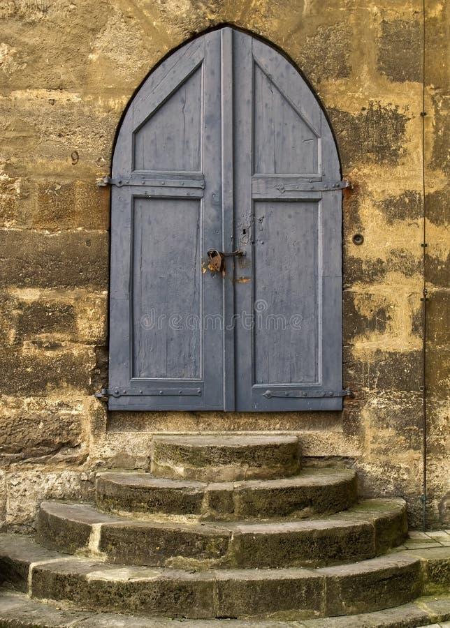 Trappe bleue d'église images libres de droits