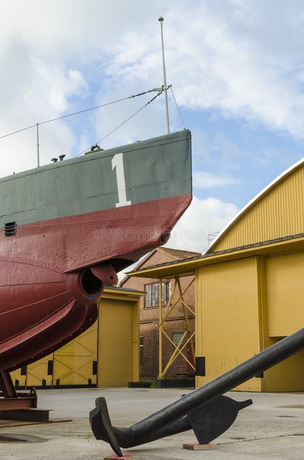 Trappe d'arc et de torpille sur le sous-marin antique photographie stock