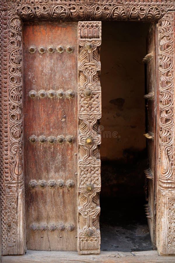 Trappe en bois antique image stock