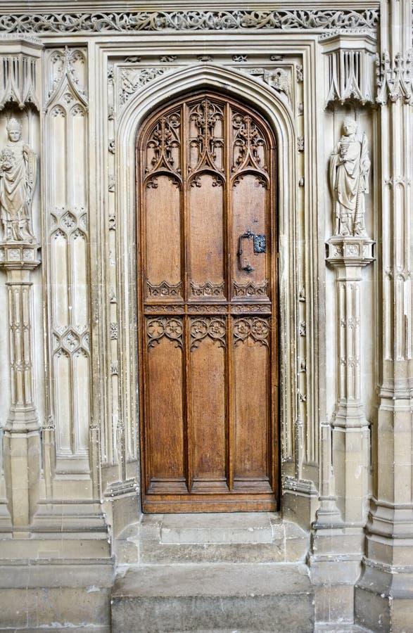 Trappe en bois de cathédrale photos stock