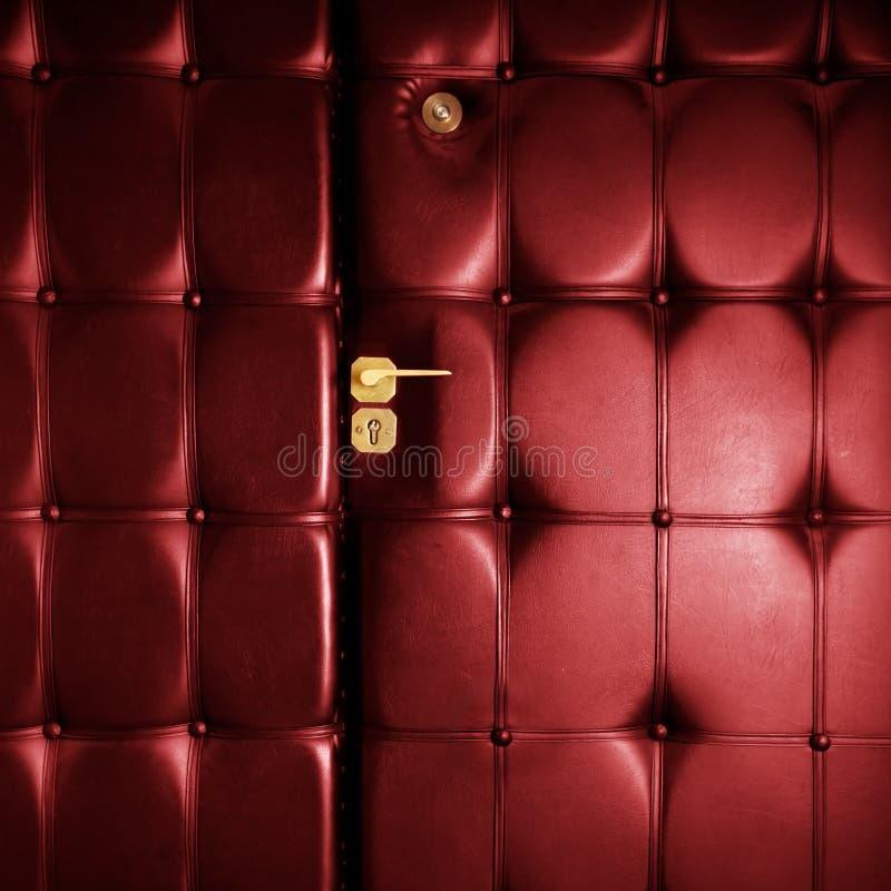 Trappe en cuir rouge de luxe dans le rétro type photo libre de droits