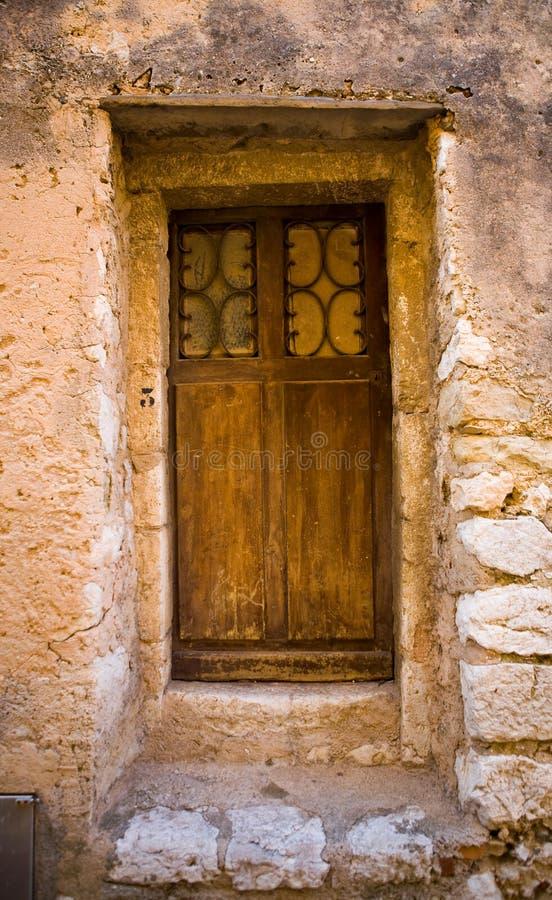 Trappe et entrée en bois médiévales en France photographie stock libre de droits