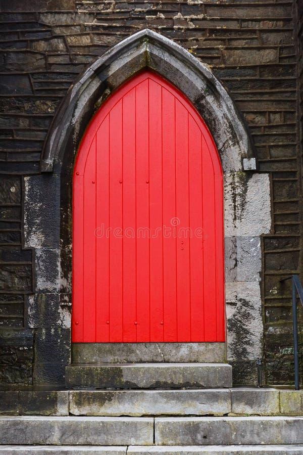 Trappe rouge d'église images libres de droits