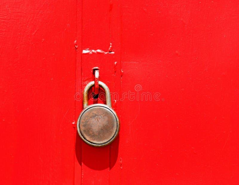 Trappe rouge fermée ! image stock