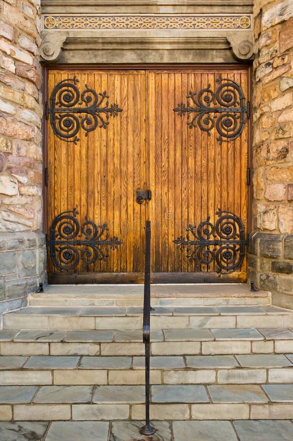 Trappes fermées d'église images stock