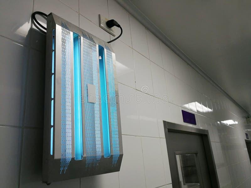 Trappola dell'insetto di luce ultravioletta in cucina fotografia stock libera da diritti