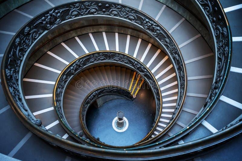Trappuppgång för spiral för dubbel spiral för Vaticanen i Rome Italien arkivfoton