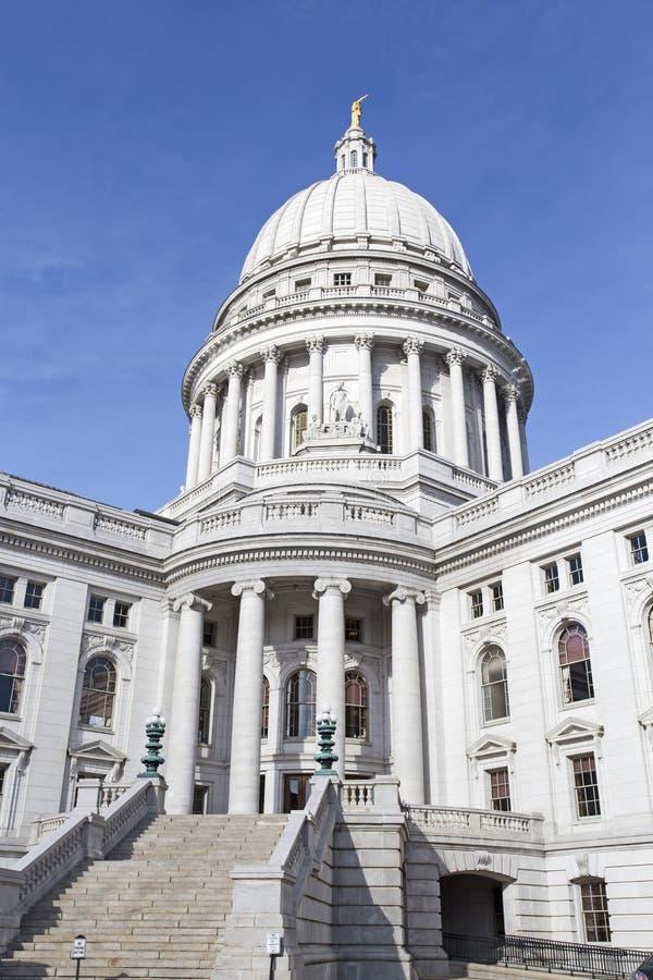 Trappuppgång och kupol av statlig capitolbyggnad i Madison Wisconsi fotografering för bildbyråer