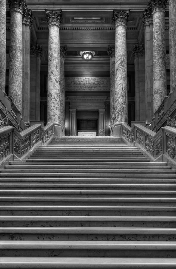 trappuppgång upp arkivbild