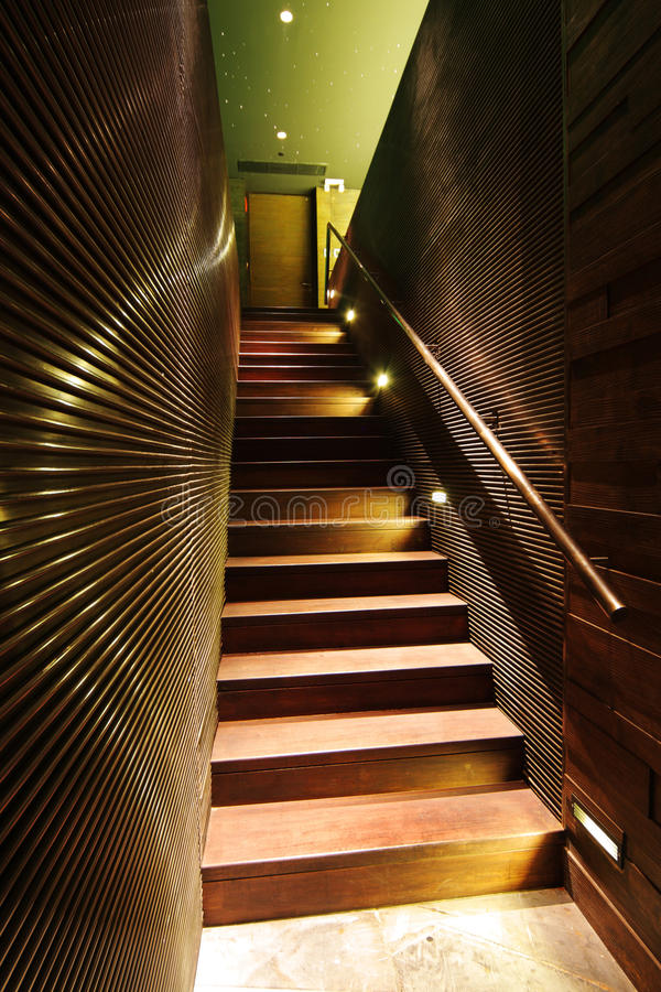 trappuppgångträ arkivfoton