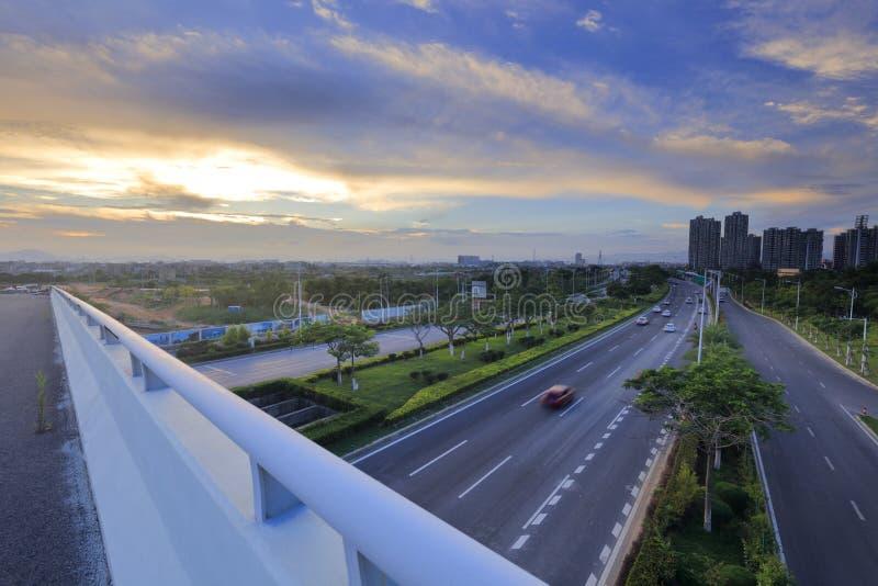 Trascuri il viale xiangan sulla cavalcavia al tramonto, l'adobe rgb fotografie stock libere da diritti
