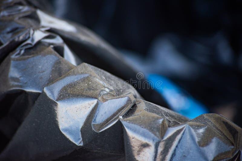 Trashcan com um saco preto foto de stock